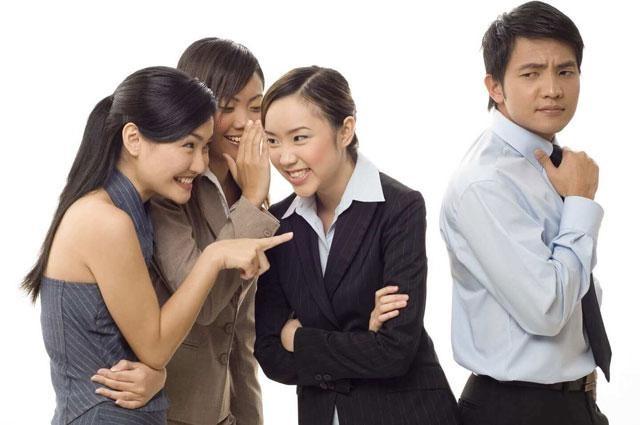 Tránh nói xấu sếp hoặc đồng nghiệp cũ
