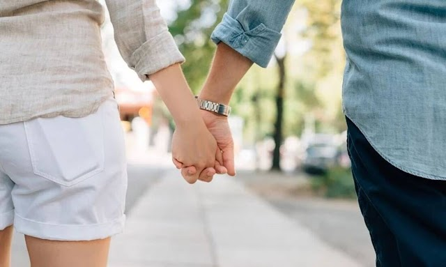 Τους... βγήκε ξινό το πείραμα: Χώρισε το ζευγάρι που δέθηκε με χειροπέδες για να σώσει τη σχέση του