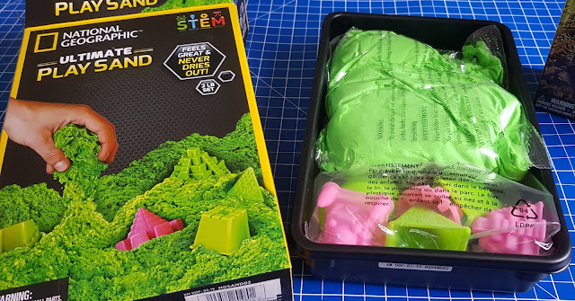 National Geographic Ultimate Play Sand Kit Review Box Contents tightly packed into plastic tray
