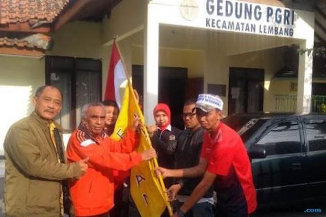 Berniat temui Jokowi. Guru Honorer asal Indramayu ini nekat jalan kaki menuju Istana