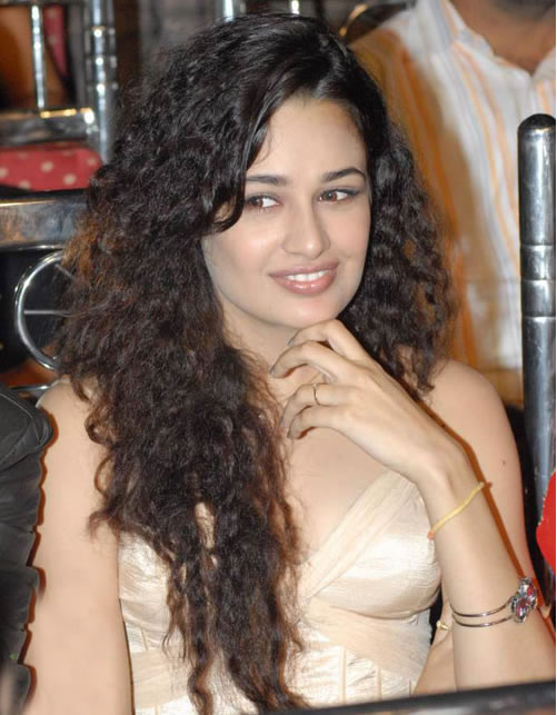 Glamour Actress Life: Yuvika Chaudhary gets vulgar ...