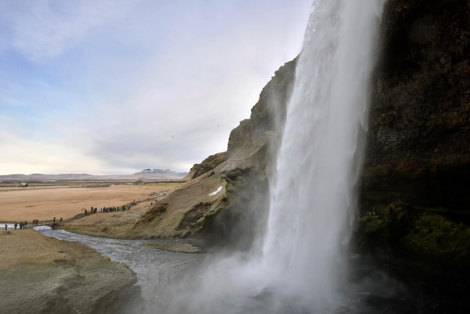 D2_waterfall1.jpg