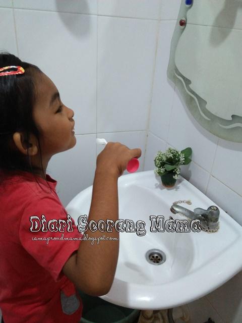 Anak-Anak, Jom Berus Gigi Dengan Robocar Poli Suction Kids Toothbrush!