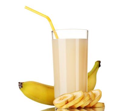 عصير الموز باللوز
