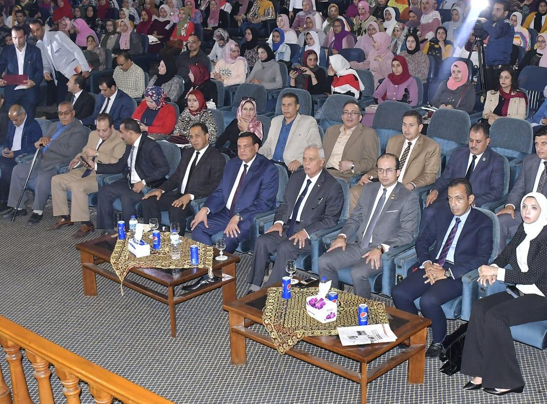بالصور ...يشهد حفل ختام مهرجان نجم الجامعة الموسم الرابع لطلاب جامعة دمنهور .