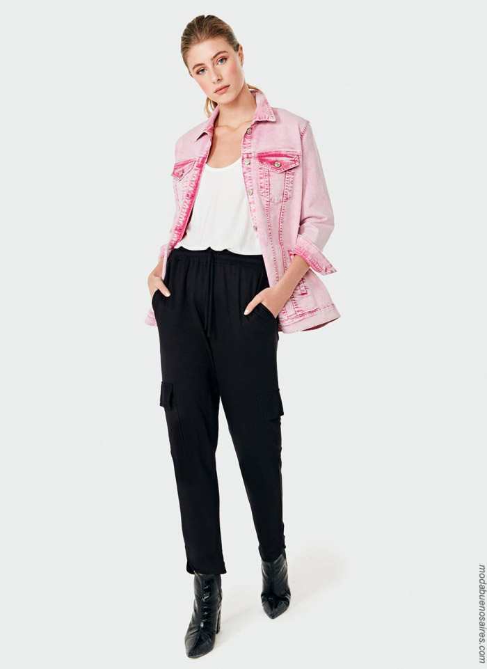 Camperas de jeans rosa. Camperas denim de colores primavera verano 2020.