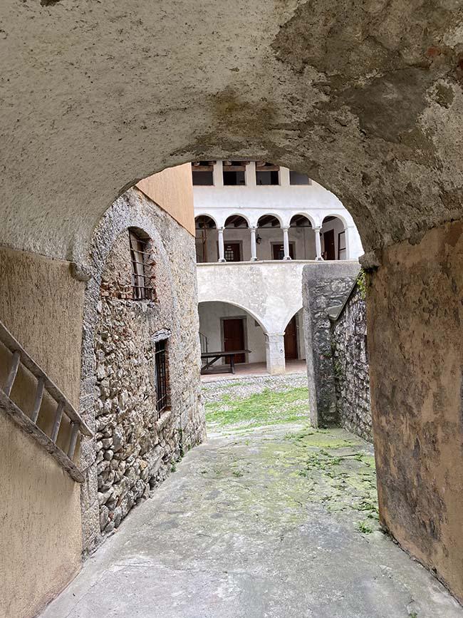 Ghiacciaia in Valle Imagna
