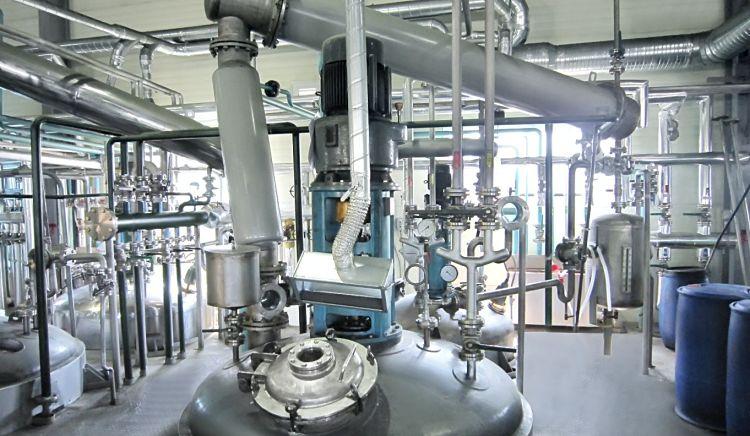 Planta industrial de polimerización en masa