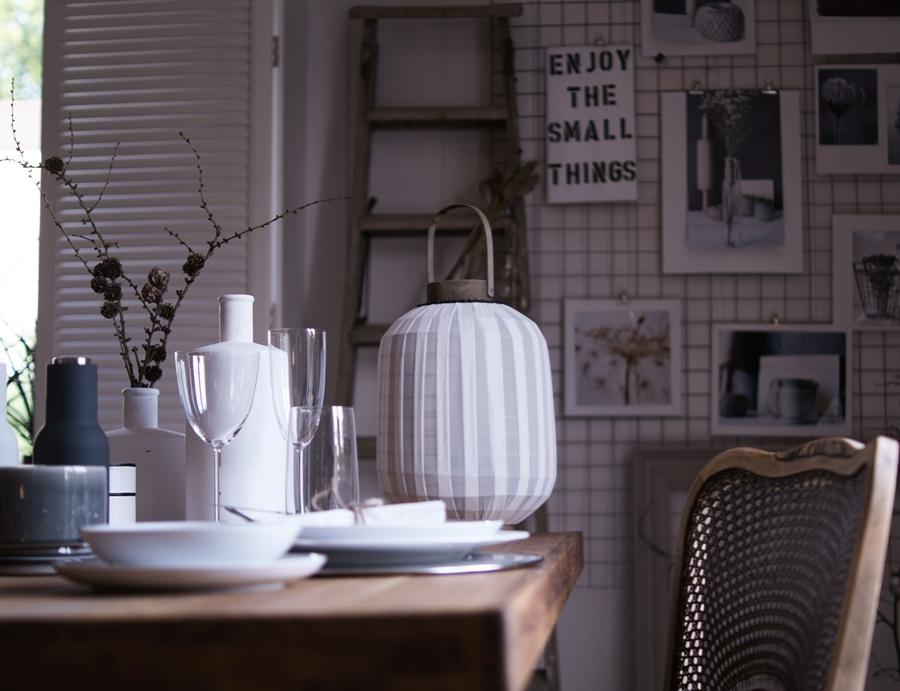 Blog + Fotografie by it's me! | fim.works | Nützliches und Schönes in den Farben der Hamptons | gedeckter Tisch, Laterne