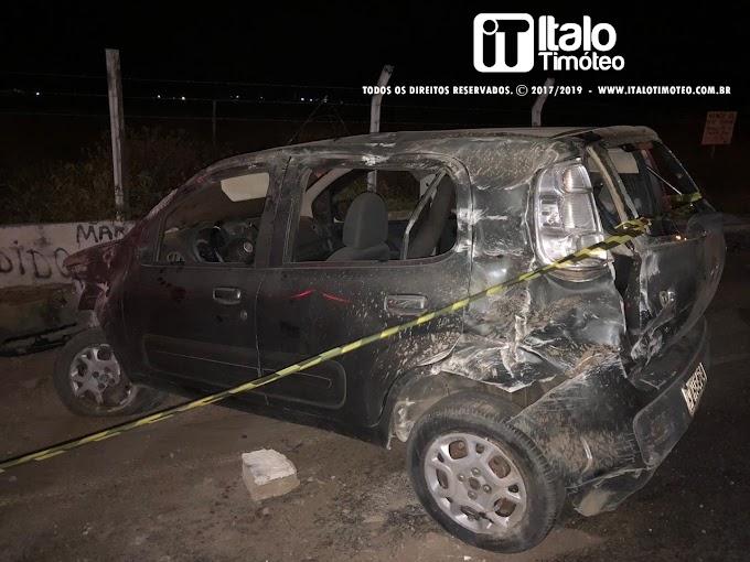 Acidente deixa um policial da reserva ferido e a sua esposa morta no trevo de Olho d'Água do Casado