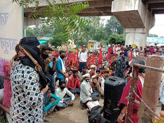 जागृत आदिवासी दलित संगठन का धरना प्रदर्शन आज चौथे दिन, नाकेदारो के निलंबन से समाप्त हुआ