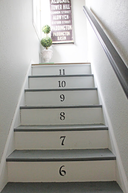 Decorating the Stairway from Itsy Bits And Pieces Blog
