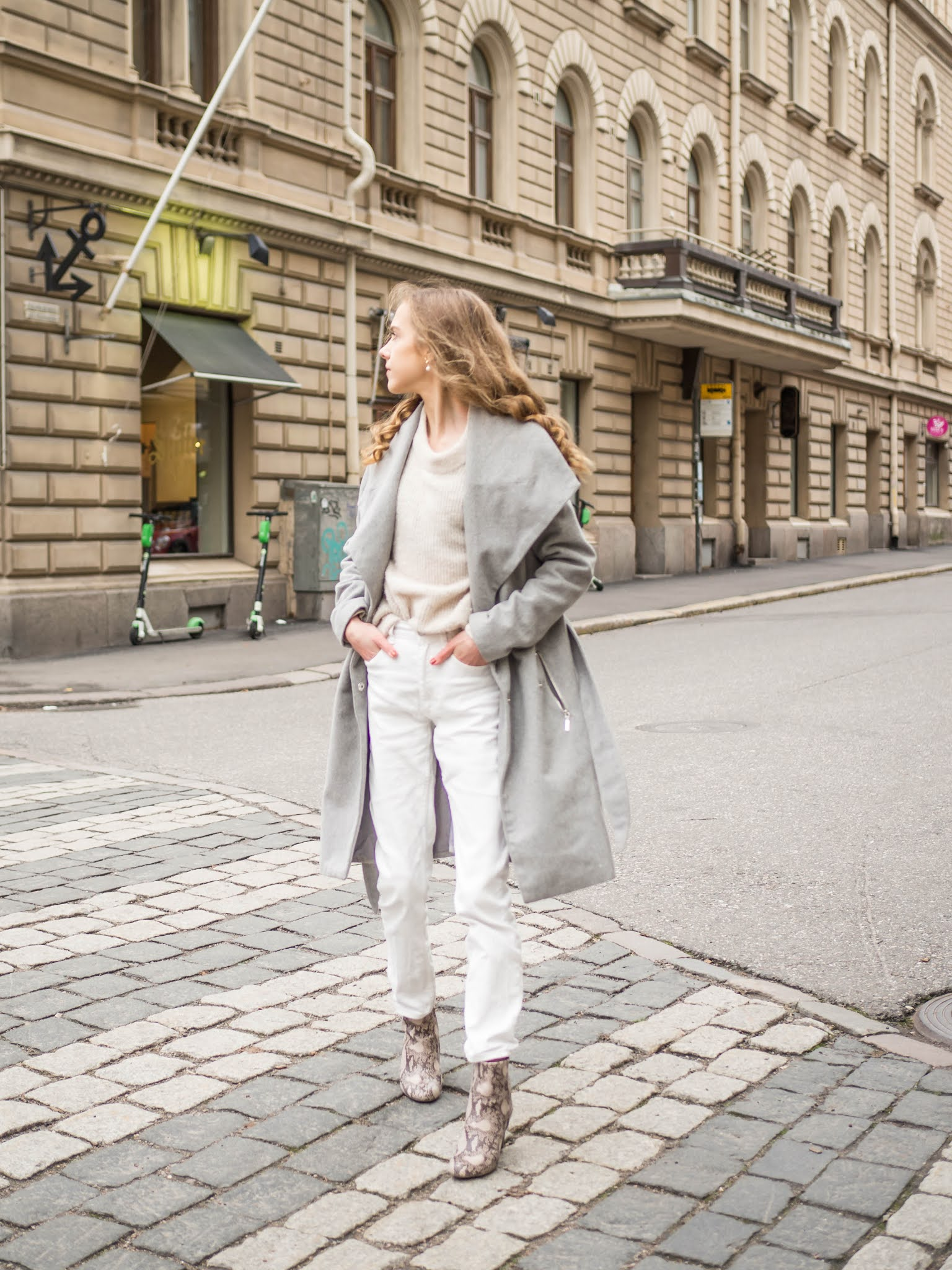 Kuinka pukea valkoiset farkut talvella // How to wear white jeans in winter