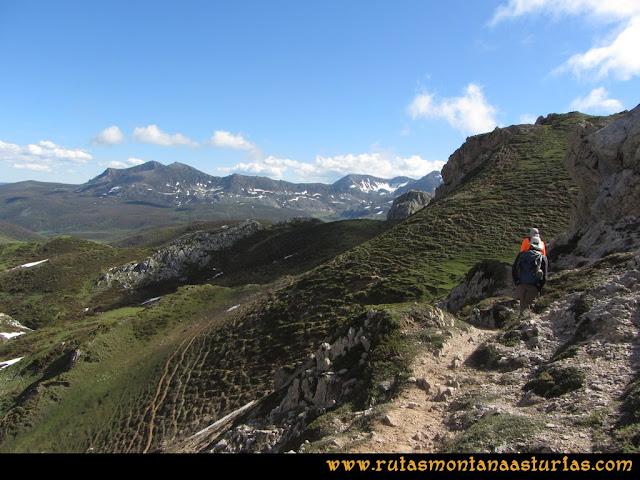 Ruta Les Rapaines, Lago Ubales, Cascayón: Bajando del Entrepicos