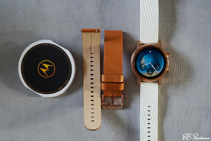 2 sets of watch straps with the Moto 360