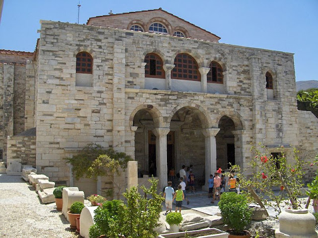 Igreja Panagia Ekatontapiliani, Paros