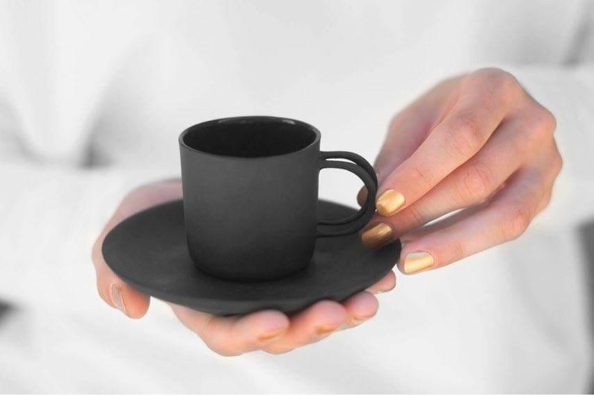 Czarna filiżanka espresso