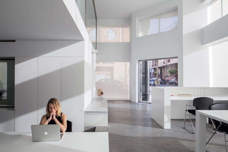 Simplicity love cointec offices spain dot partners for Oficinas minimalistas