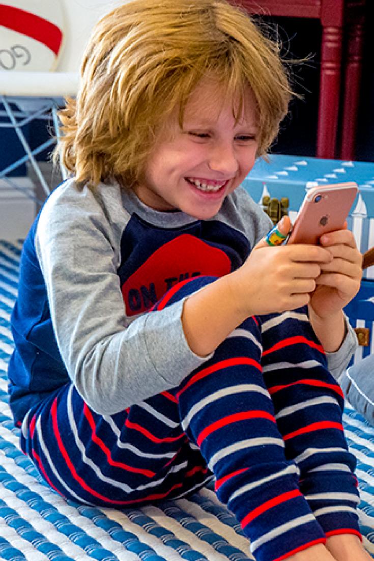 Mommy Blog Expert Isaiah Mustafa Spice Boys Videos: MOMMY BLOG EXPERT: Tech Savvy Santa Sends Kids Christmas