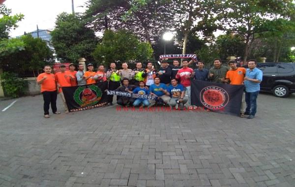 Jelang Pertandingan Sepak Bola Liga Shopee antar Persija VS Arema Malang, Polsek Tanjung Duren Gelar Silaturahmi antar Supporter