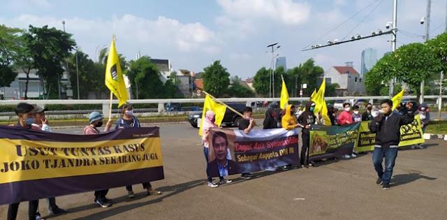 Demo Gedung DPR, Mahasiswa Desak Kasus Djoko Tjandra Dibawa Ke RDP