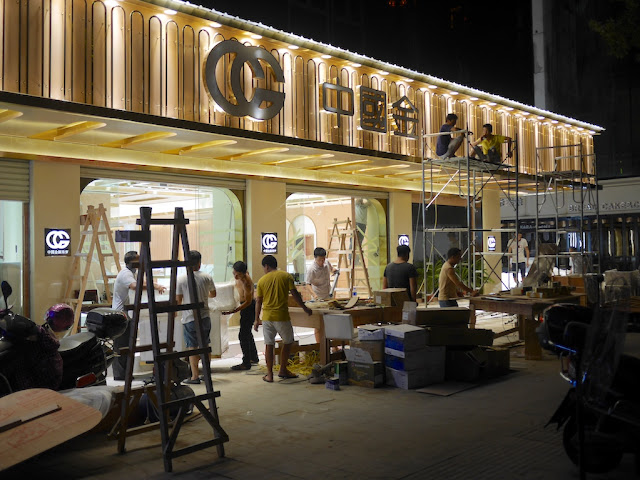 Preparations for a new jewelry store in Ganzhou
