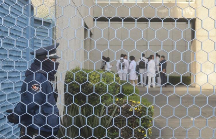 Convoy de sicarios armados hasta los dientes irrumpen en hospitales de Guanajuato, ejecutan a uno y se llevan a otros cuatro