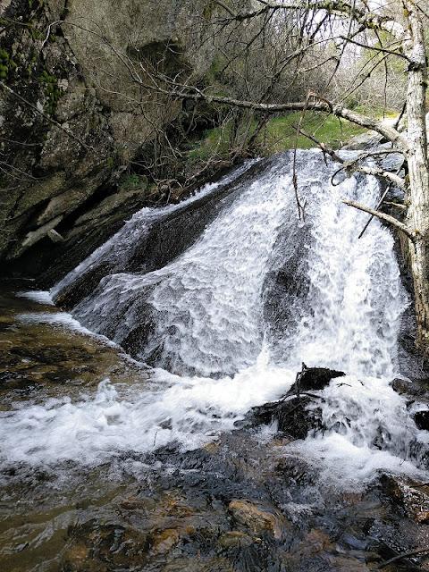 Cascada en la parte del Mirador Alto en la Chorrera de San Mames