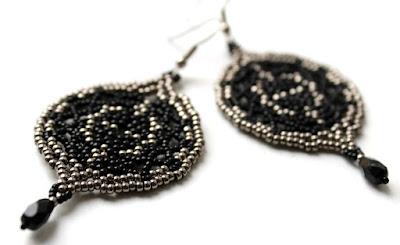 купить элегантные черные серьги ручной работы из бисера ажурные