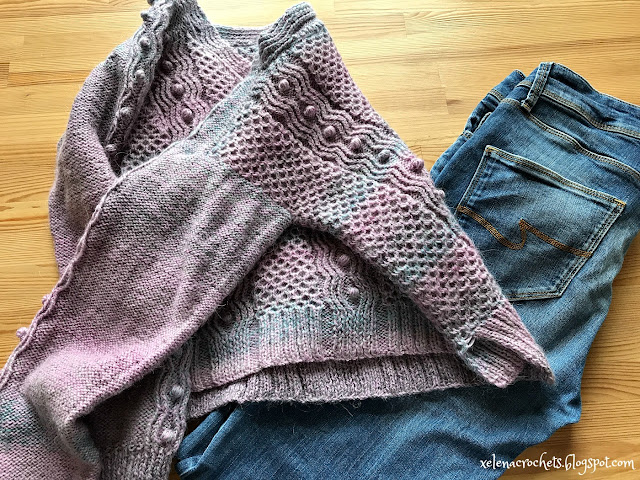 свитер с шишечками