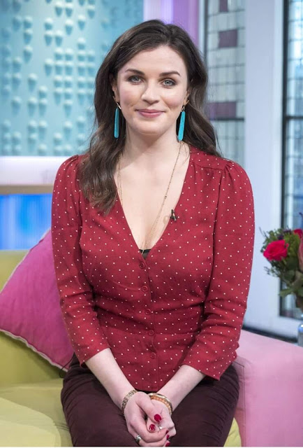 Aisling Bea cleavage