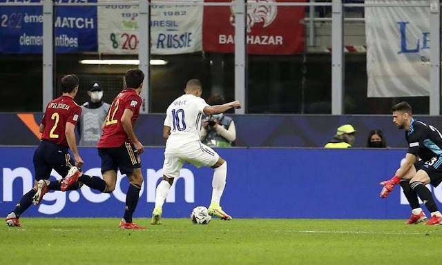 لماذا قام الحكم باحتساب هدف مبابي ضد إسبانيا؟