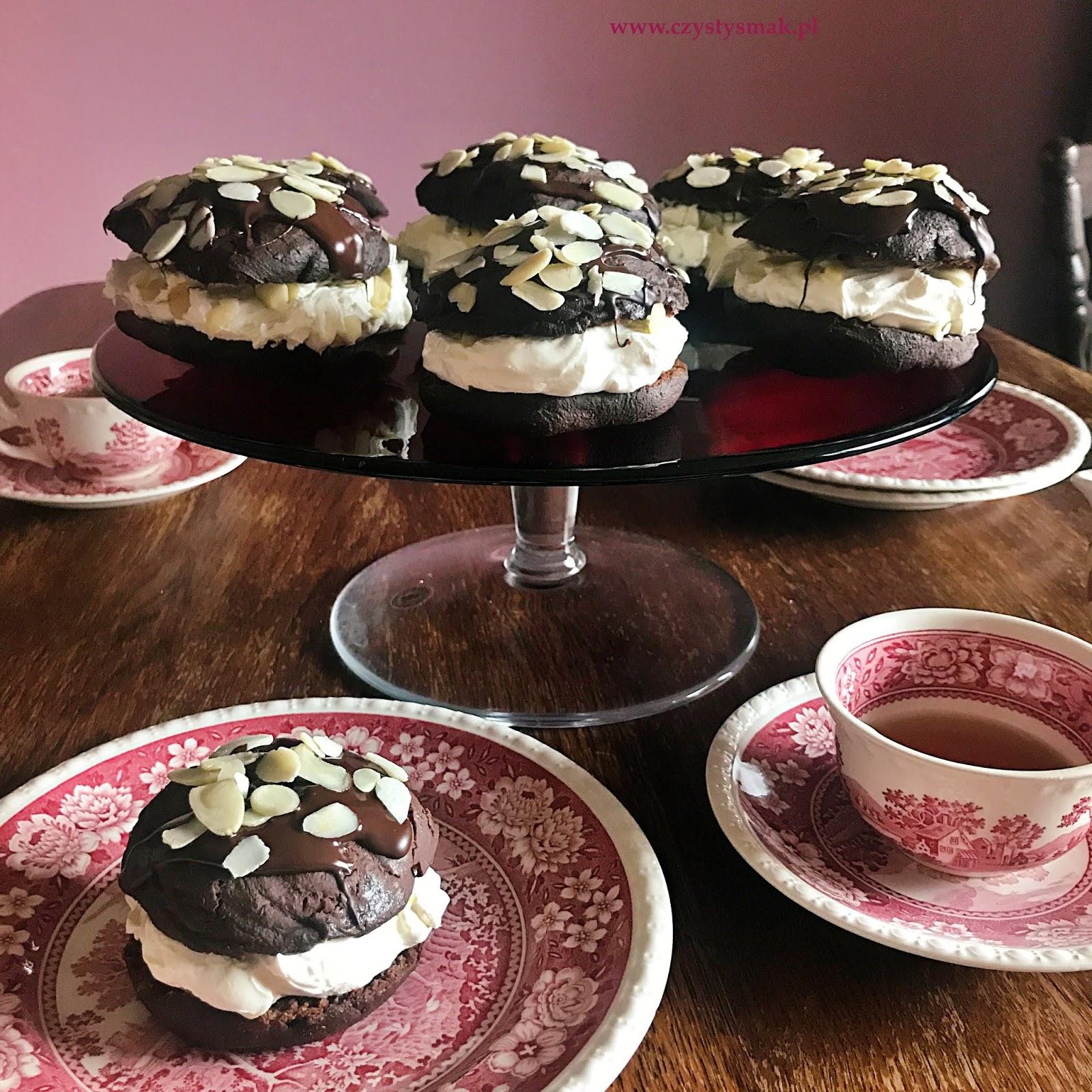 Pączki kakaowo-migdałowe z kremem mascarpone