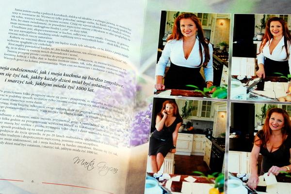 Rozkładówka z tekstem wstępu i zdjęciami autorki