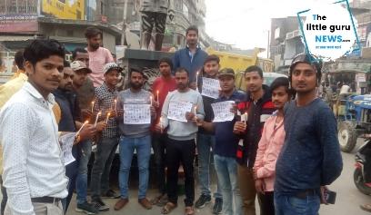 शहीद दिवस के अवसर पर याद किए गए पुलवामा के शहीद निकला कैंडल मार्च