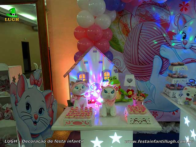 Decoração de festa Gata Marie - Mesa do bolo de aniversário