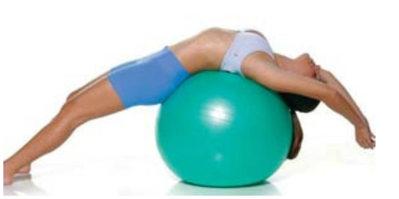 A atividade com a Bola Suíça apresenta uma variedade de movimentos simples  para se obter um corpo forte e flexível de uma maneira divertida e  confortável 10f0f74d2d87d