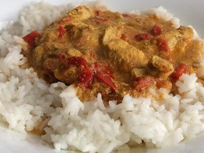 Pierś z kurczaka po indyjsku z ryżem