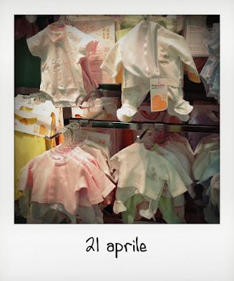 Quanto costa un neonato, vestitini e non solo