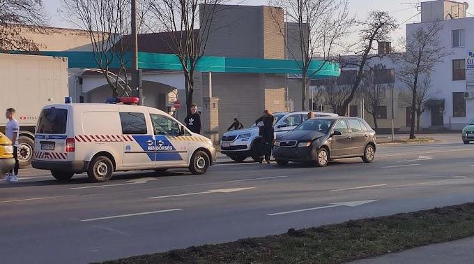 Három autó ütközött össze Csabán, a Bartók Béla úton