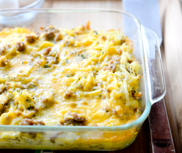 5 INGREDIENT SAUSAGE HASH BROWN CASSEROLE #casserole #sausage #vegetarian #vegan #brown