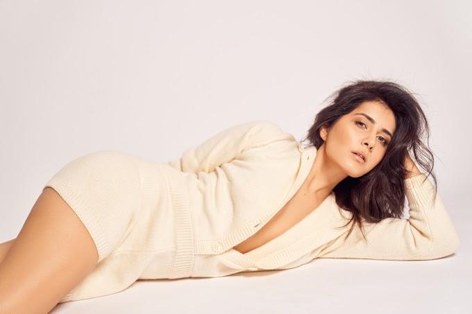 Actress Raashi Khanna Hottest Photoshoot Images