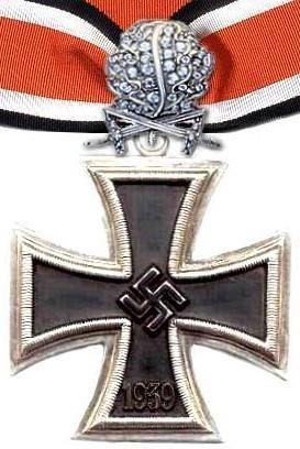 Cruz de Caballero con hojas de roble espadas y diamantes