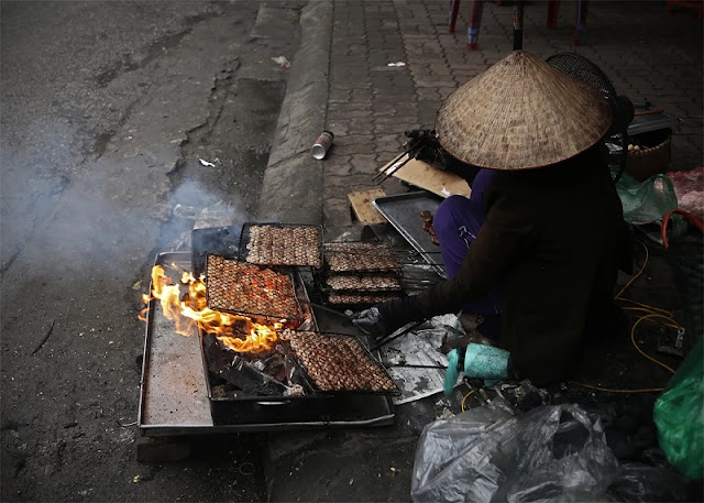 Traditional Hanoi Street Food Experience 1