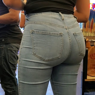 Mujeres delgadas buenas nalgas jeans apretados