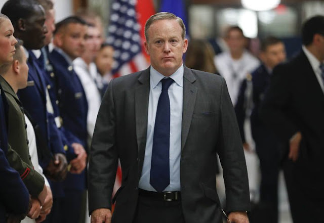 Sean Spicer renuncia ao cargo de porta-voz da Casa Branca