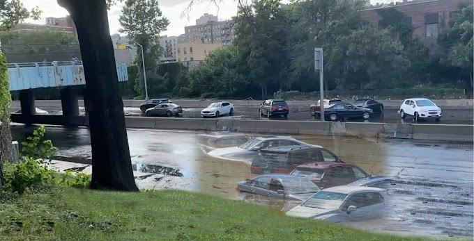 Cientos de carros fueron abandonados en los condados metropolitanos después de quedar atrapados por la tormenta Ida