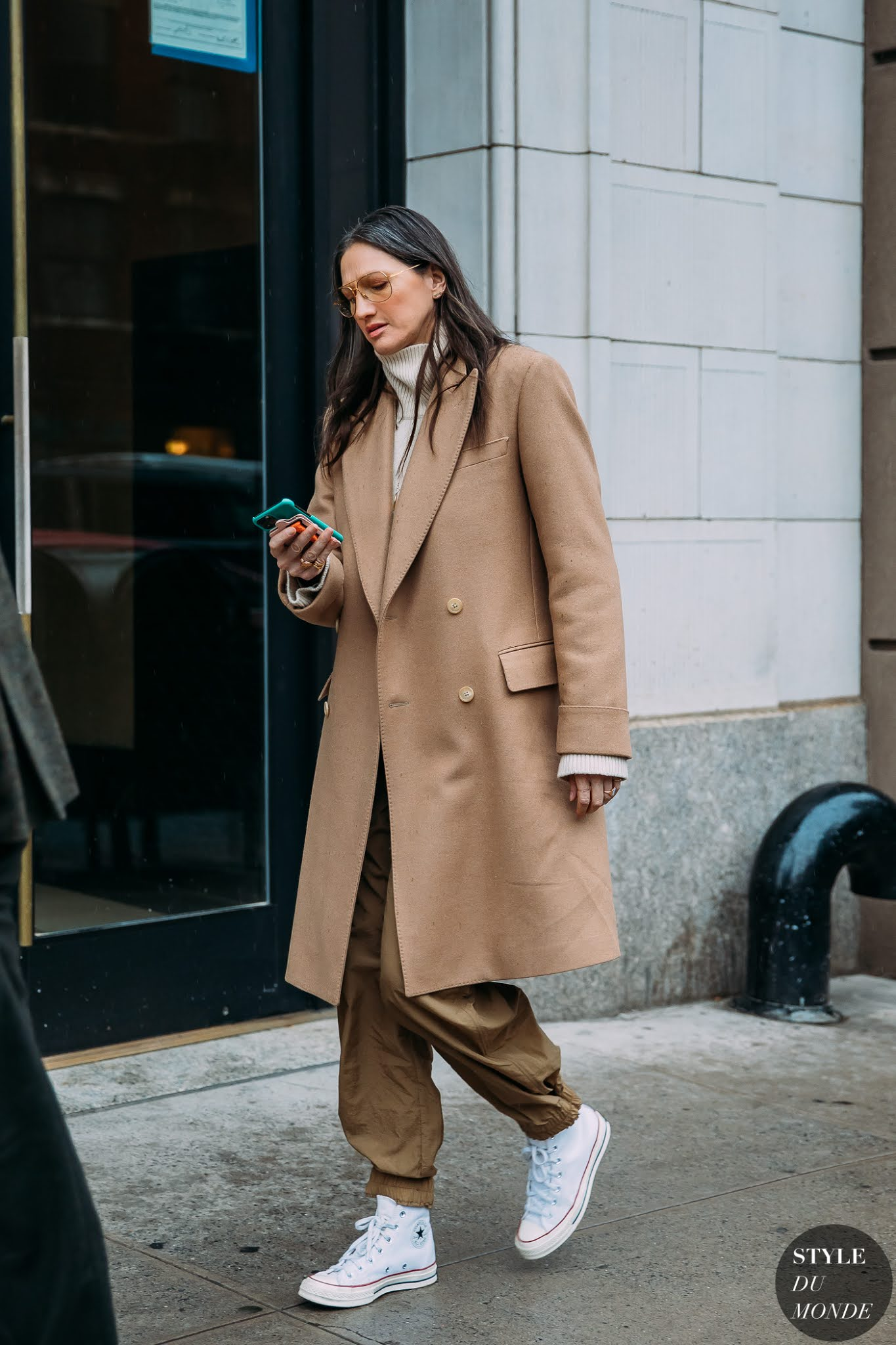 The Best Sneakers to Wear With Trousers — Jenna Lyons Street Style Outfit With Camel Coat and Converse Sneakers
