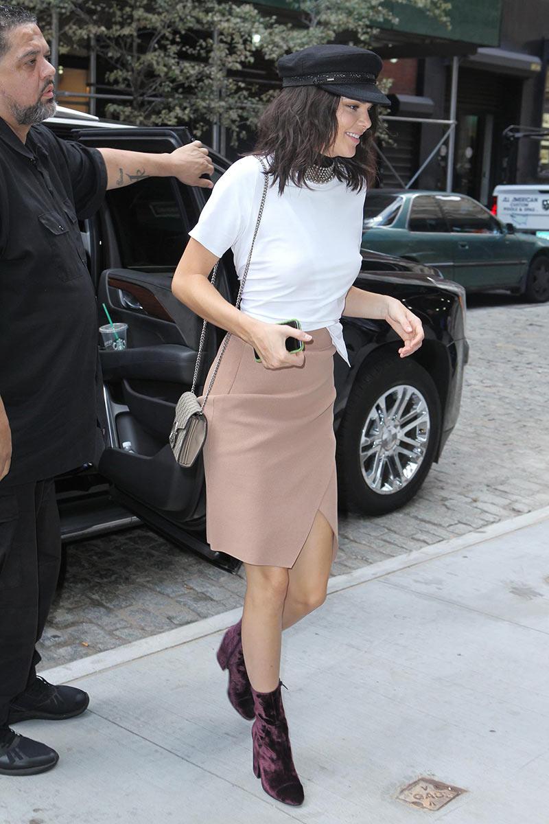 Kendall Jenner botines terciopelo