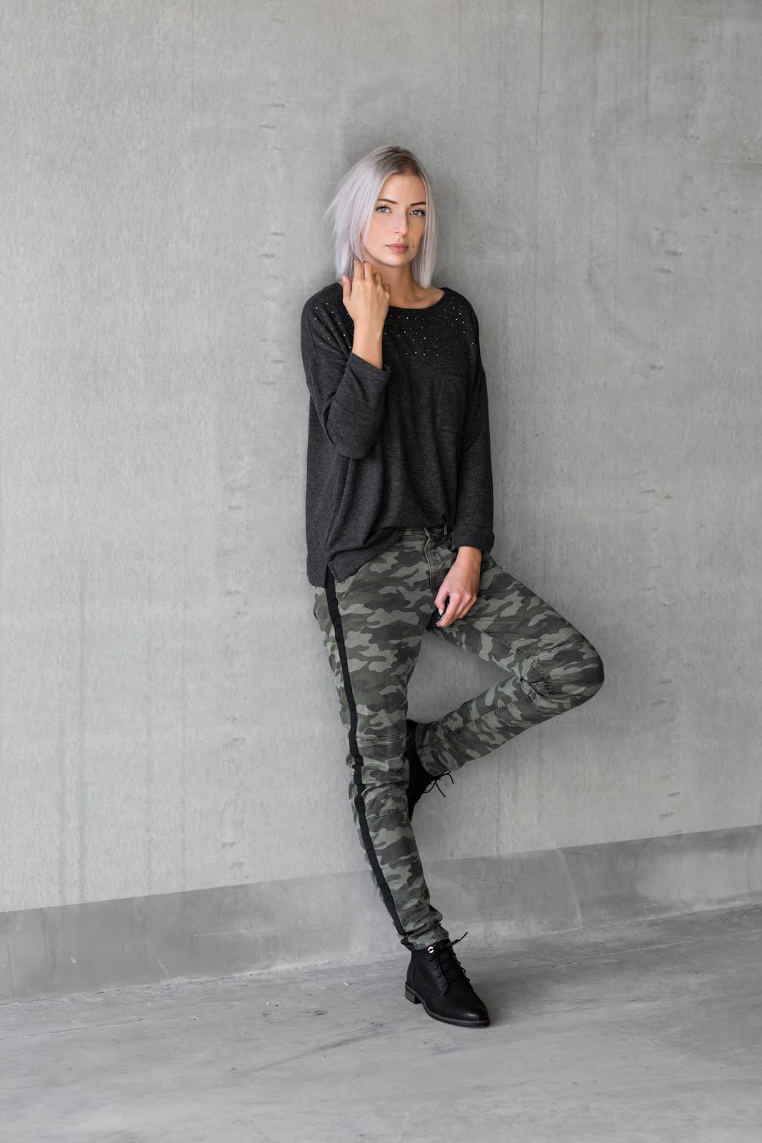 S.Oliver, camo, camouflage trousers, army, outfit, minimal, combat boots, fashion, trend 2018 fall winter